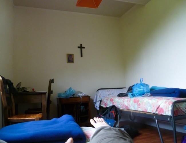 Chemin-compostelle-dormir-couvent-moissac-lits-etape