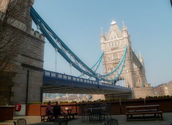 Londres-couple-tower-bridge
