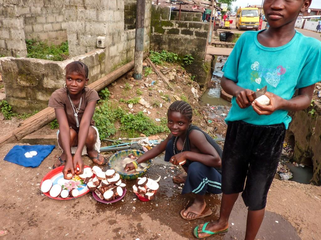 enfants-nouriture-afrique-kissy-freetown