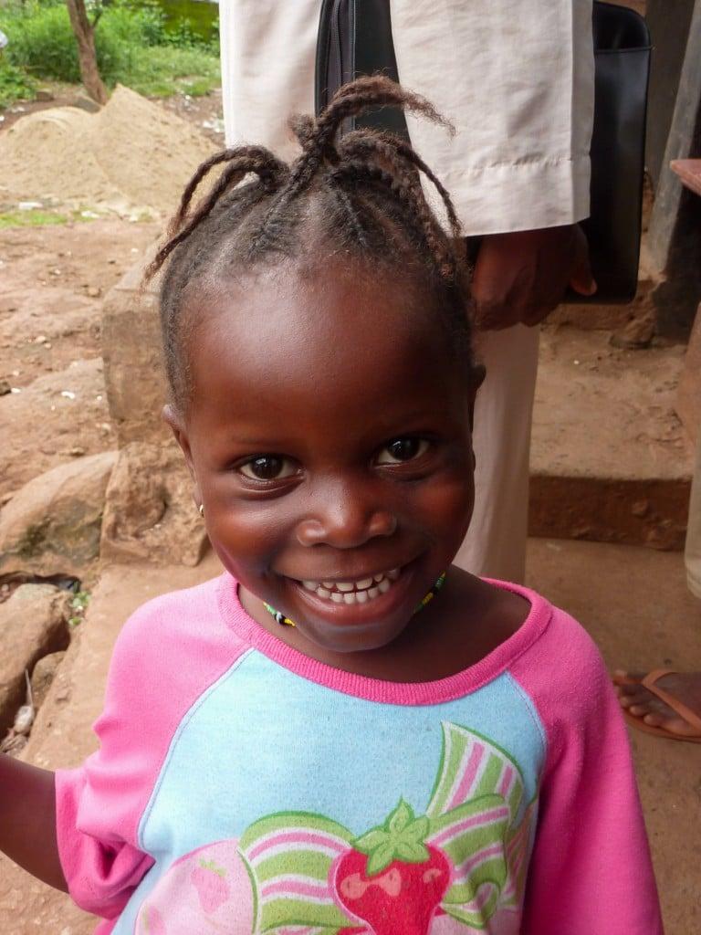 fille-sourire-portrait-afrique