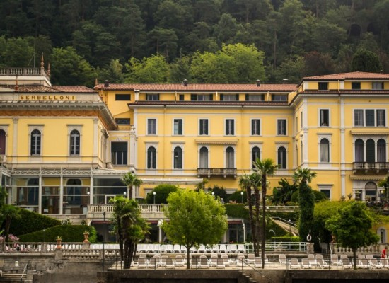 italie-bellagio-port-villa-jaune-lac-come