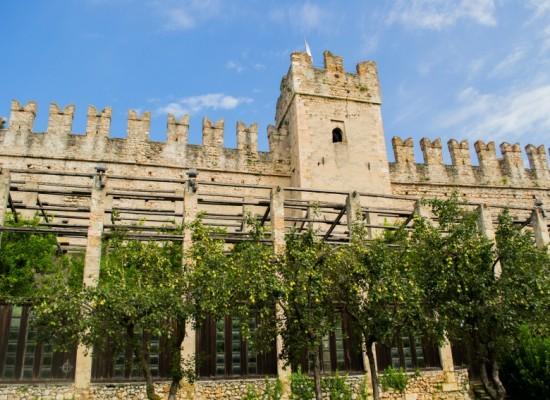 italie-torri-del-benaco-chateau-tour-remparts