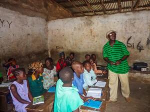 Cours-professeur-enfants-afrique
