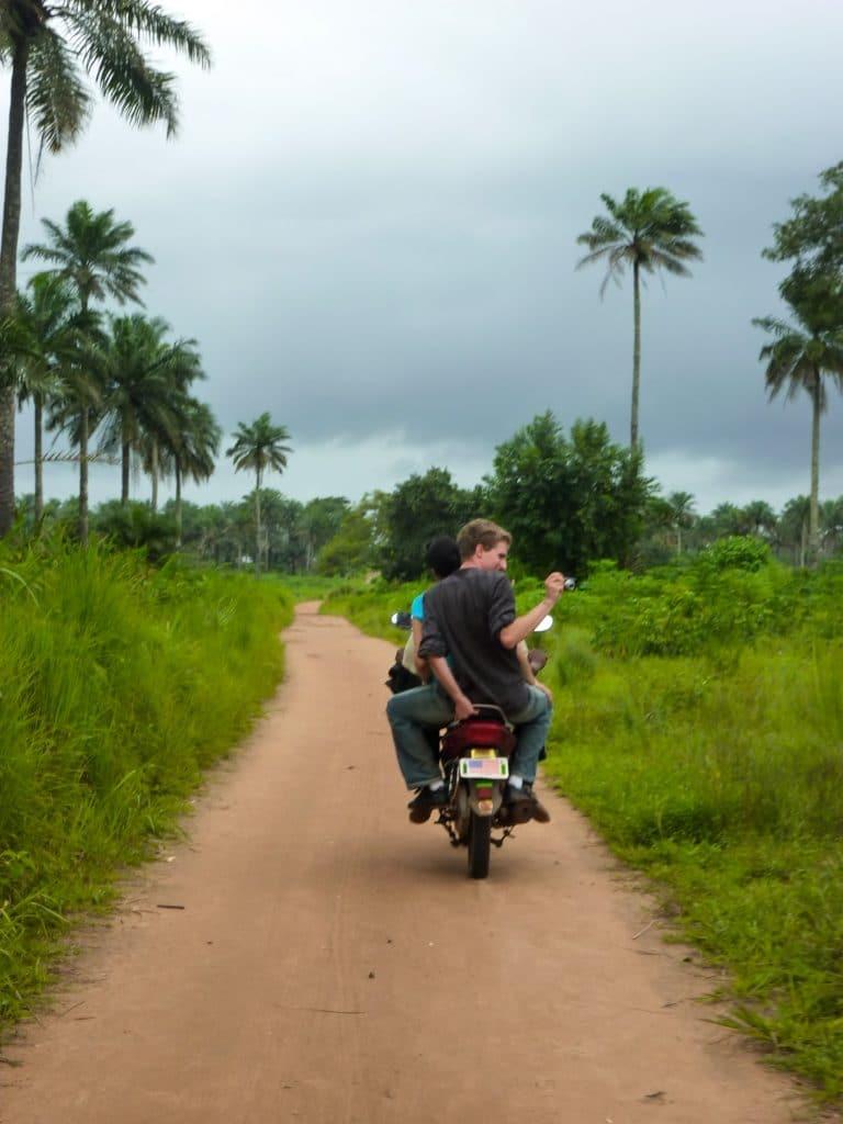 moto-palmiers-piste-afrique