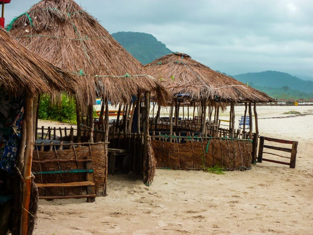 pagodes-sable-blanc-plage