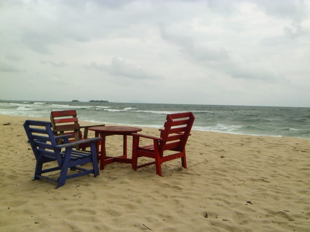 plage-number-two-sièges-table