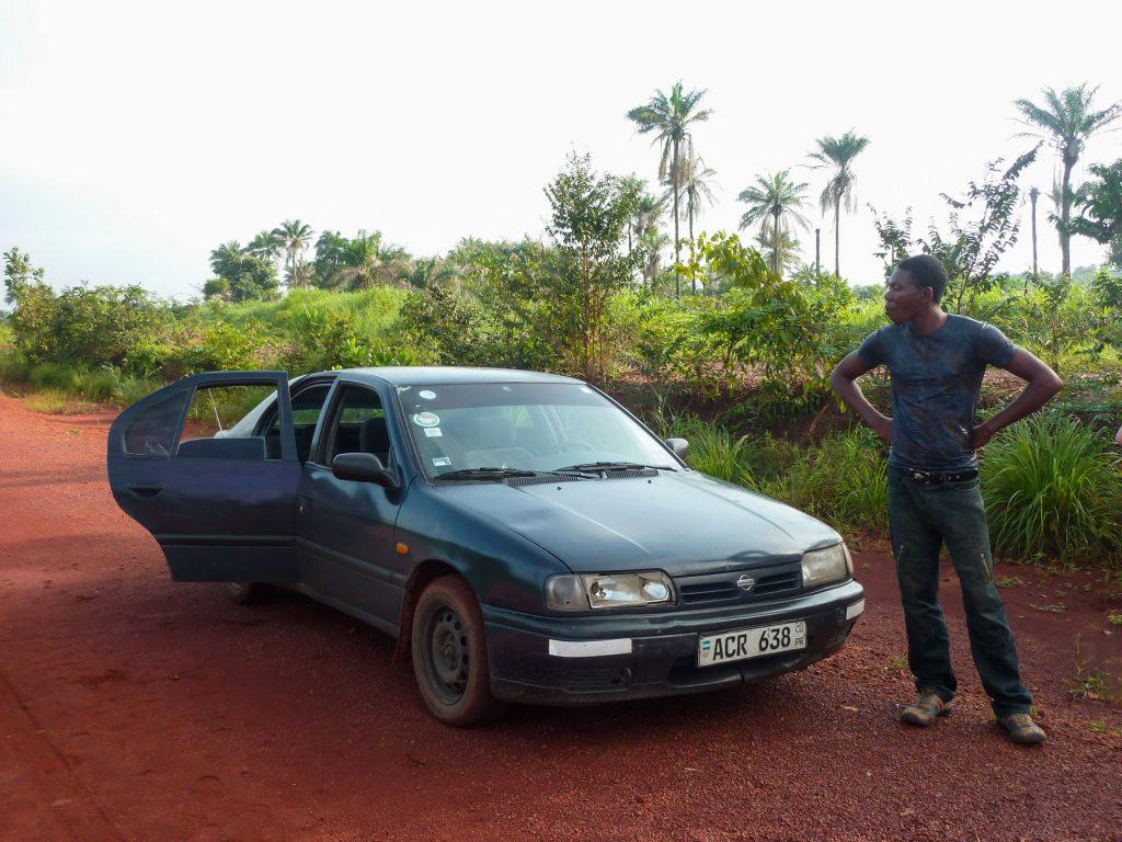 voiture-homme-piste-afrique