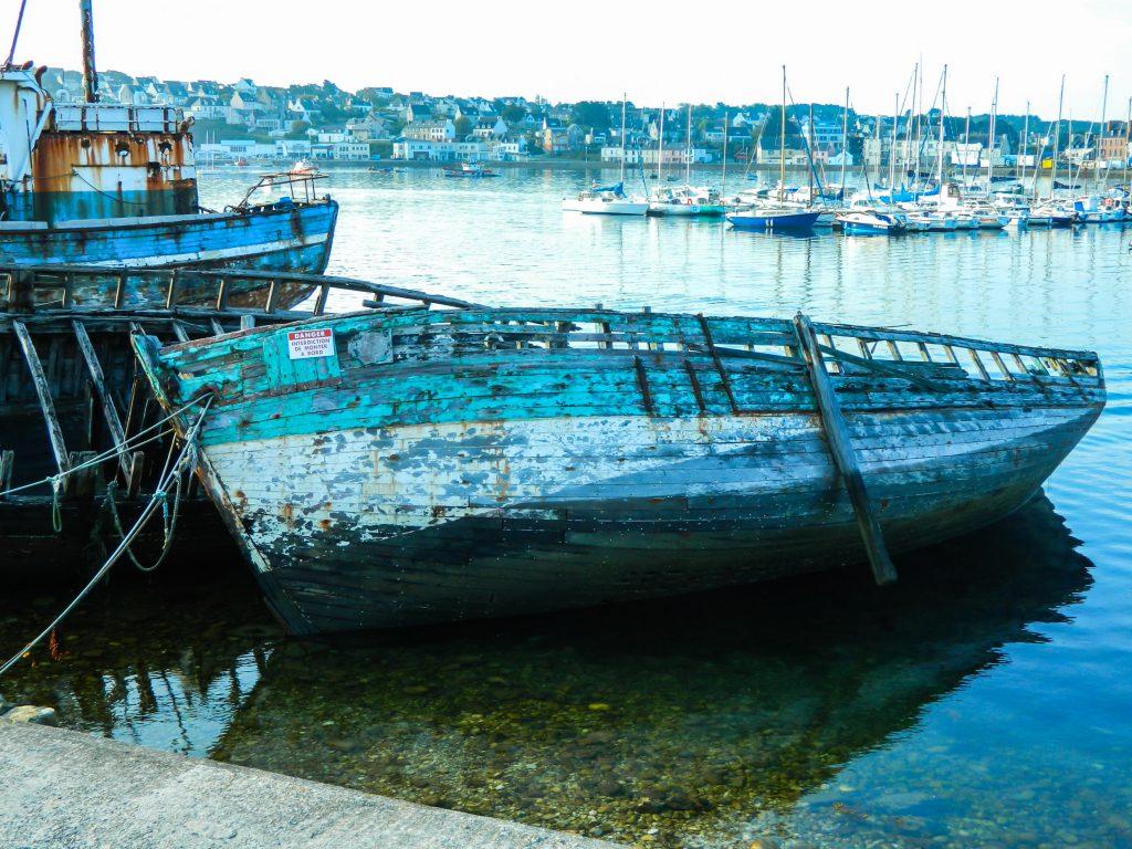 bateau-epave-bleu