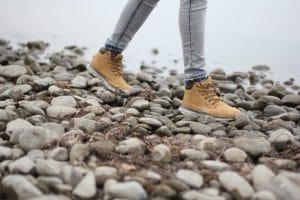 marcher-randonnée-chaussures-galets