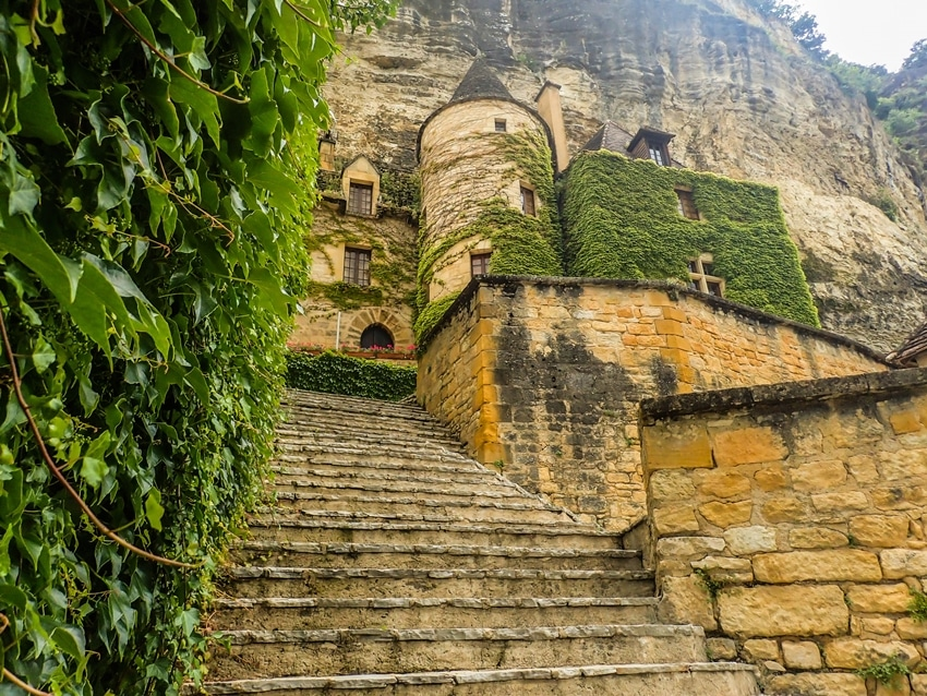roque-gageac-manoir-escaliers-perigord