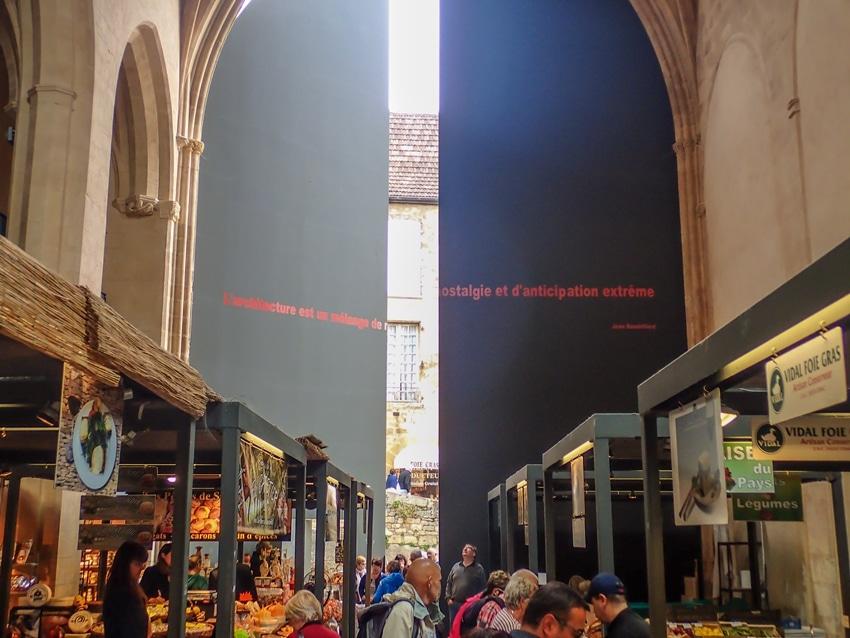 sarlat-marché-architecture-perigord