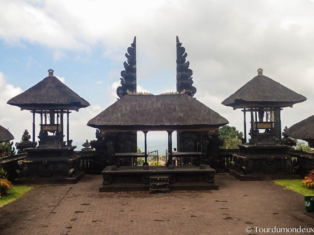 besaki-porte-temple-ciel
