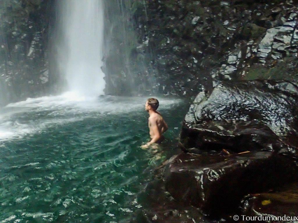 gitgit-baignade-waterfalls-tourdumondeux