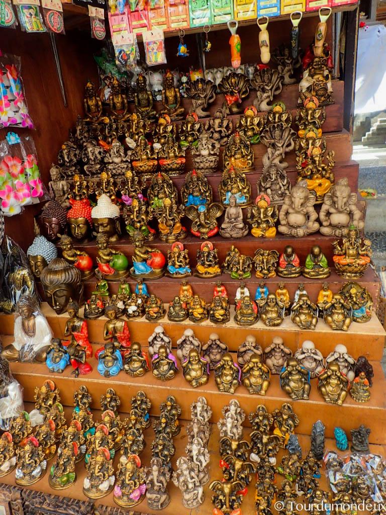 ubud-marché-bali-statuettes