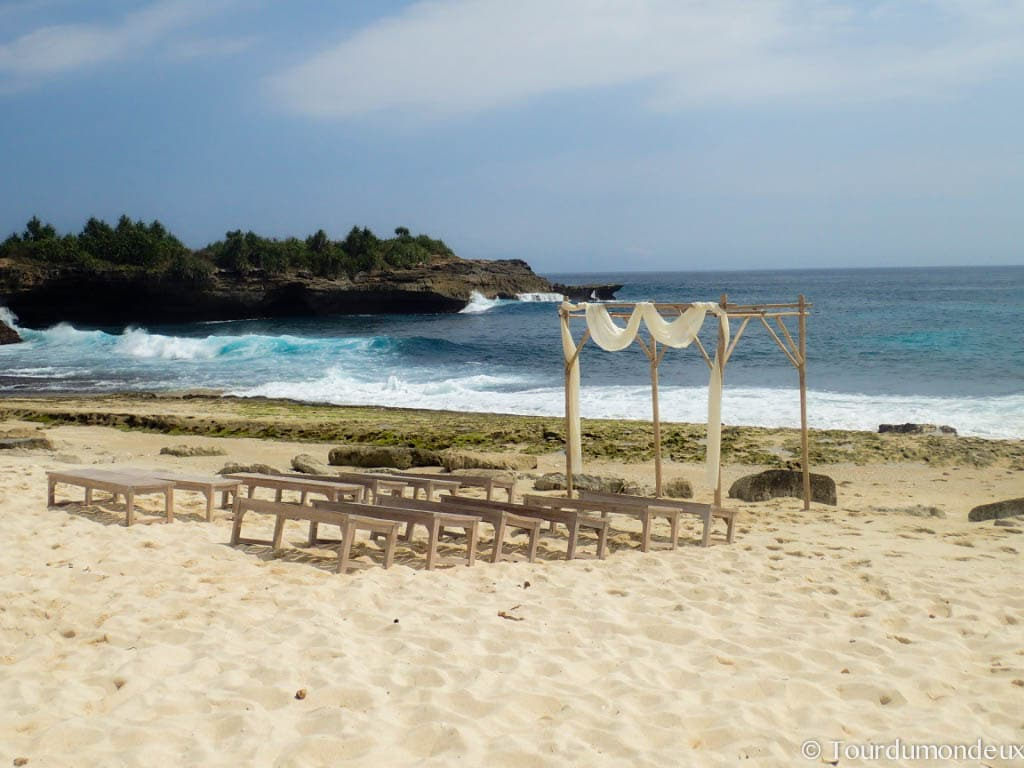 sandy-bay-beach-marriage-lembongan