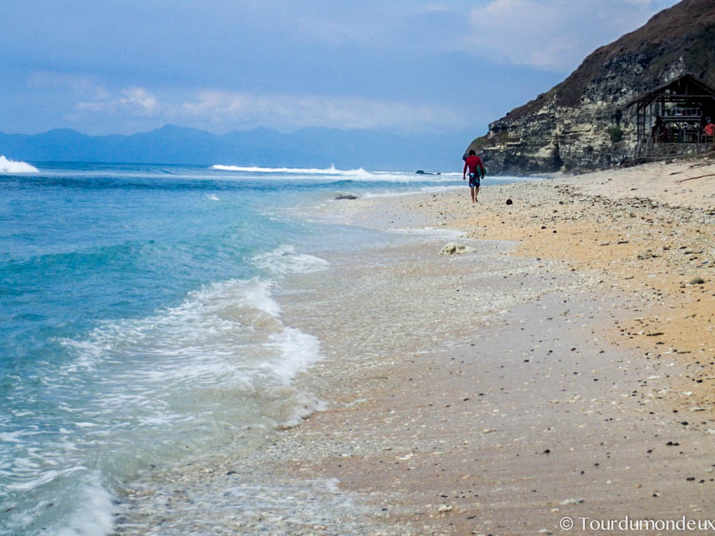 surfeur-desert-point-lombok
