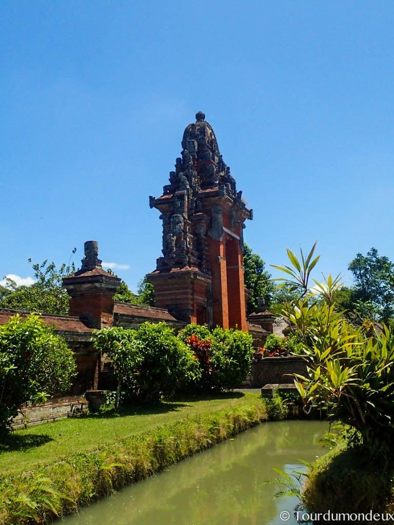 taman-ayun-entree-temple