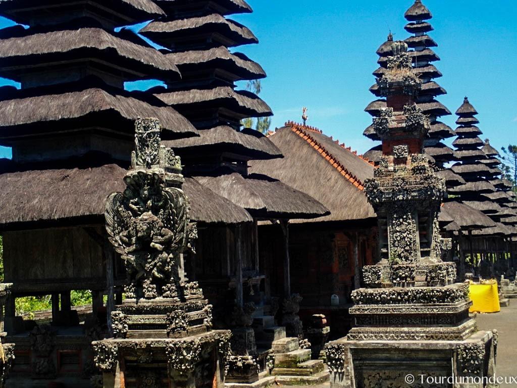 taman-ayun-gros-plan-statue-temple