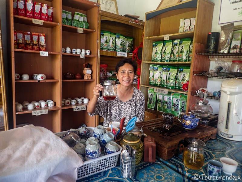 femme-thé-thaïlande-sourire