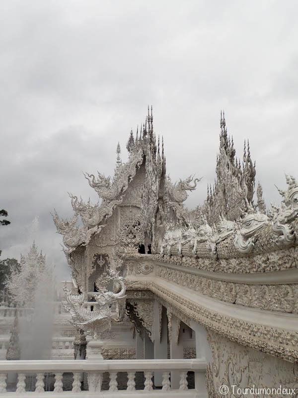 temple-blanc-fontaine-thaïlande