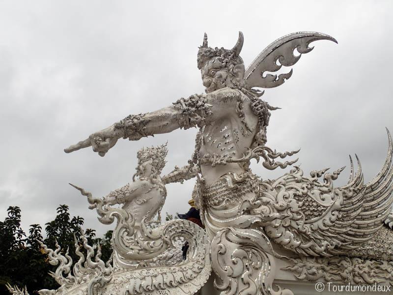 temple-blanc-gardiens-thaïlande