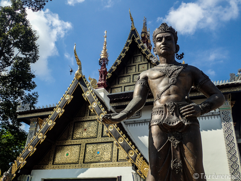 Wat-Chedi-Luang-entrée-statue