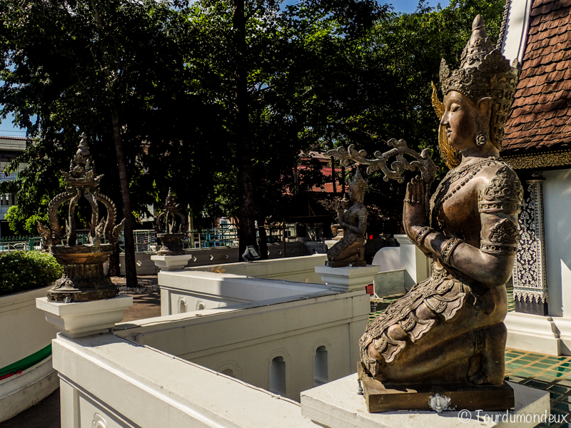 statue-chiang-mai-bouddhiste
