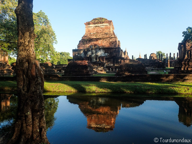 Sukhothai-buddha-eau