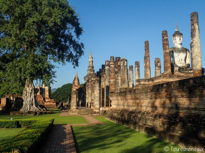 sukhothai-allée-buddha
