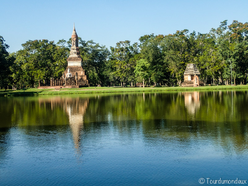 sukhothai-bassin-ruines