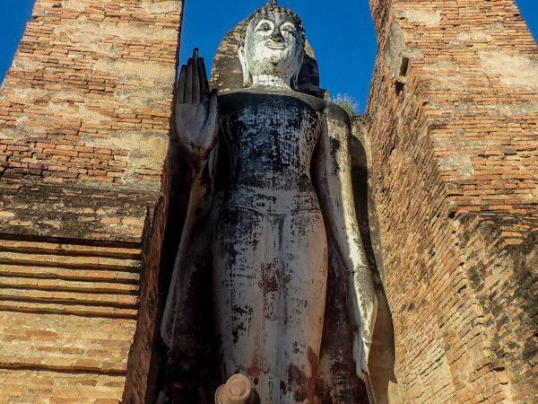 sukhothai-buddha-géant-debout