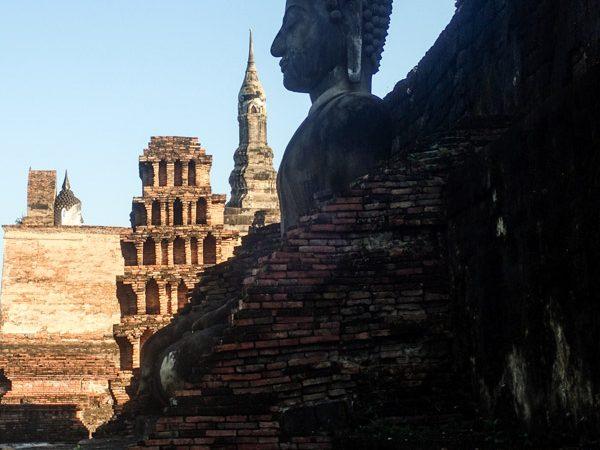 sukhothai-buddha-ombre-ruines