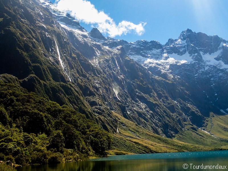 lac-marina-cascades-nouvelle-zelande