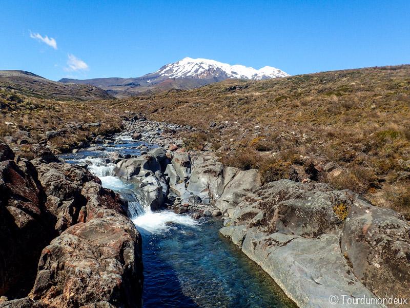 rivière-taranaki-falls-nouvelle-zelande