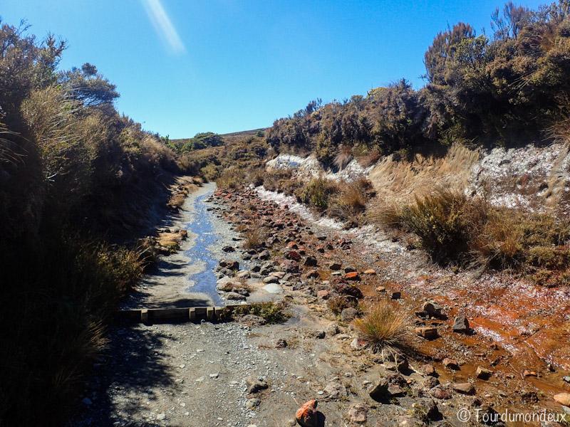 roches-tarnaki-falls-nouvelle-zelande