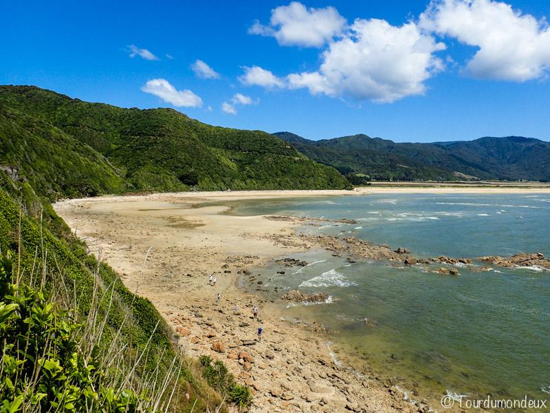 wainui-bay-côte-nouvelle-zelande