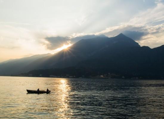 italie-bellagio-lac-come-barque-couher-soleil