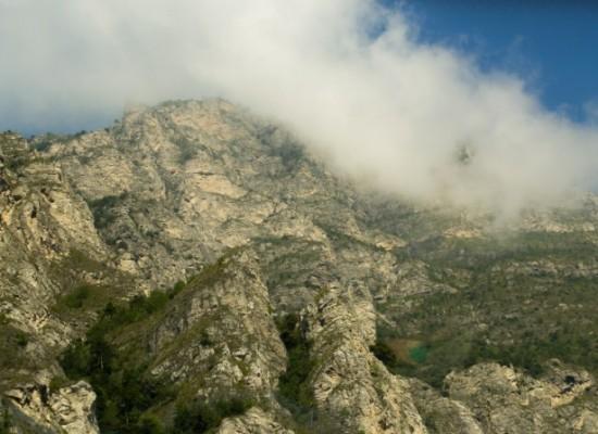 italie-lac-garde-montagnes-reliefs-nuages