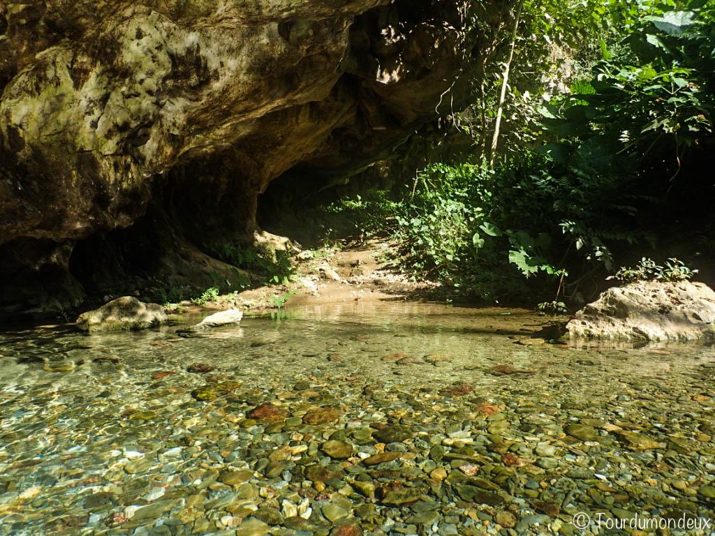 eau-grotte-muang-ngoi-laos