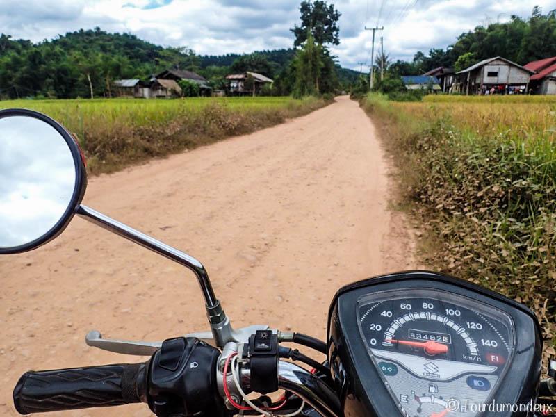 piste-scooter-laos