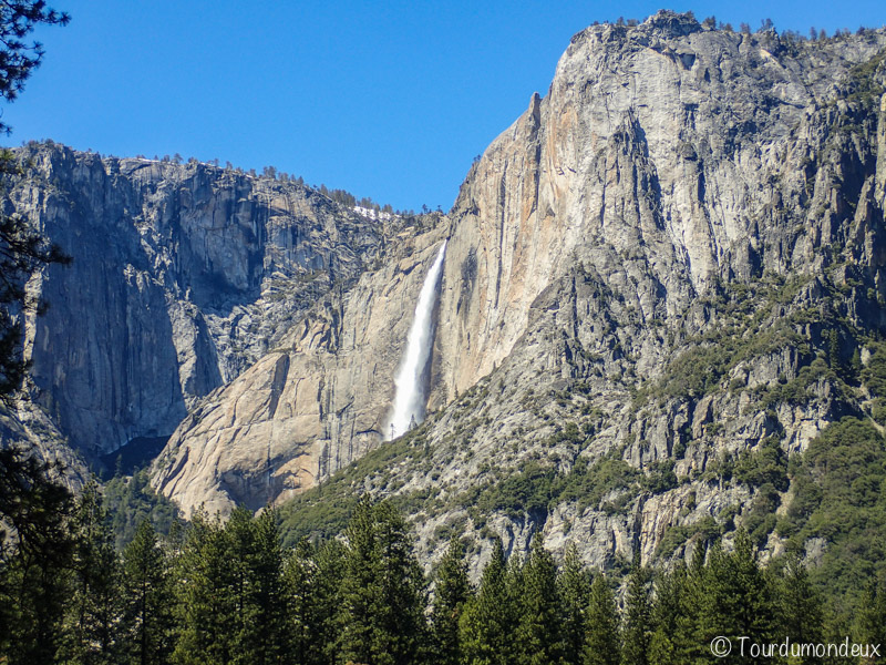 bridalveil-falls-roches-californie