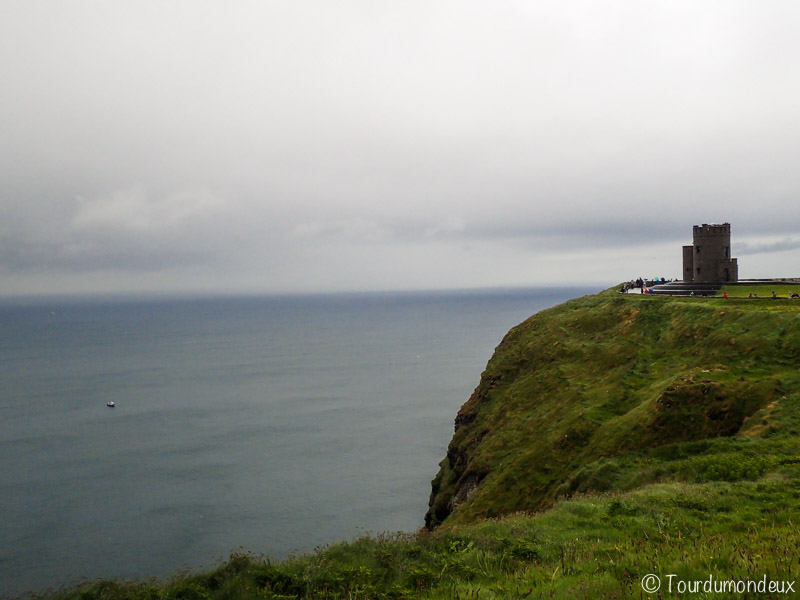 cliffs-of-moher-château